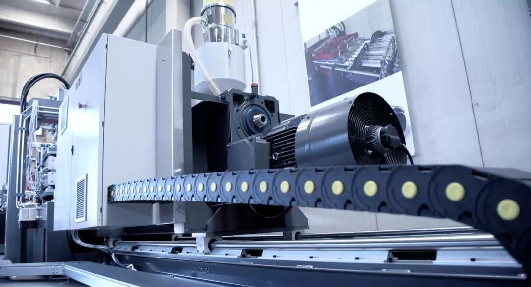 欧洲进口1250mm宽超大型PEEK板挤出生产线入厂